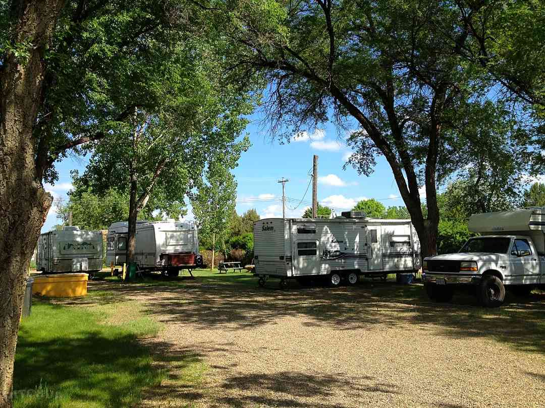 Tent pitch on the grass, RVs on the gravel