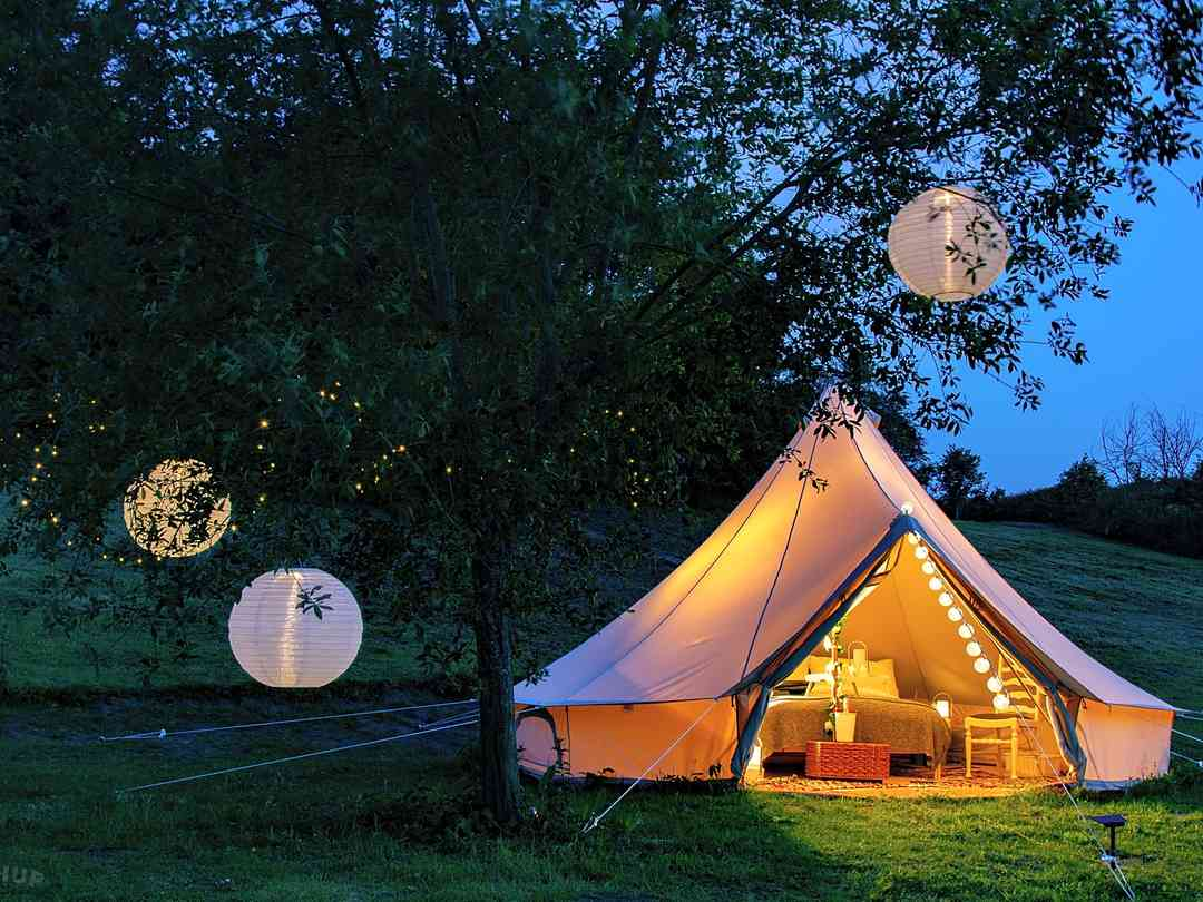 Lloyds Meadow Glamping: Lit up with fairy lights