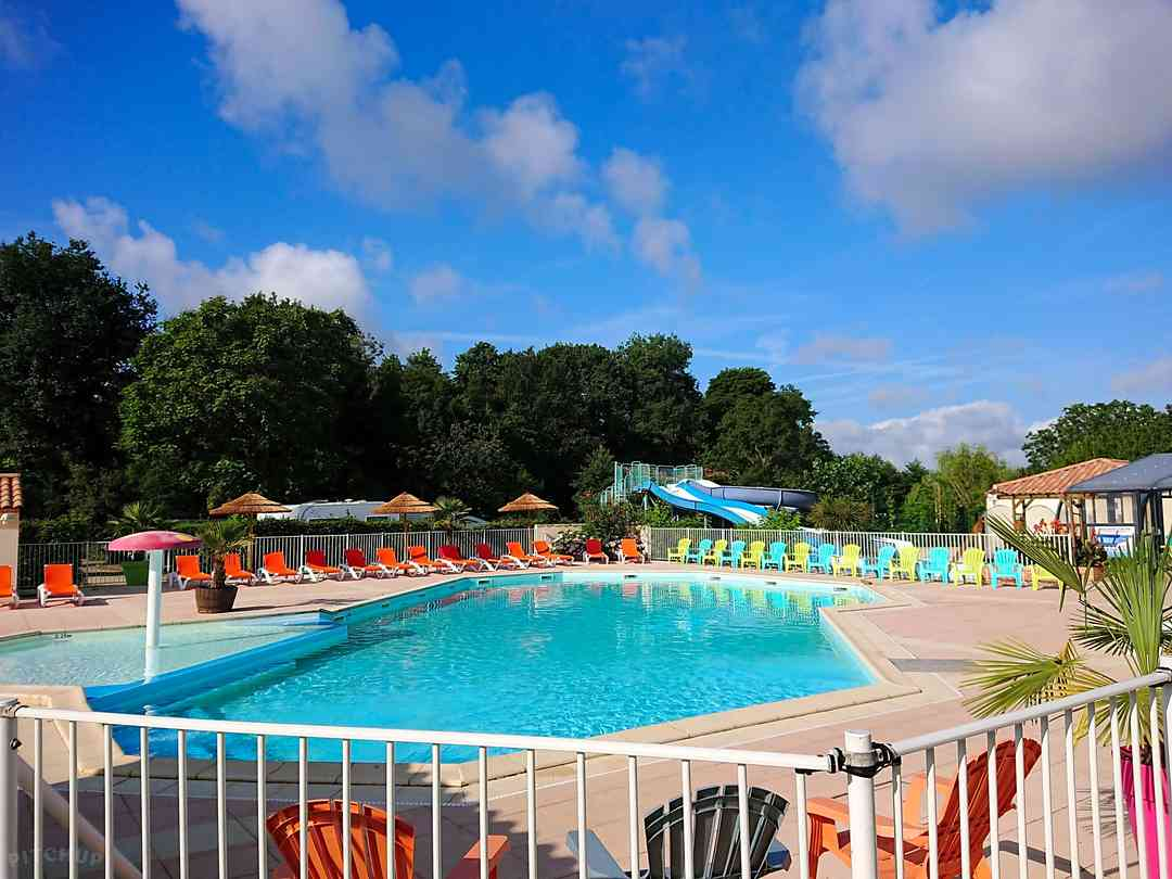 Camping Le Ragis outdoor pool