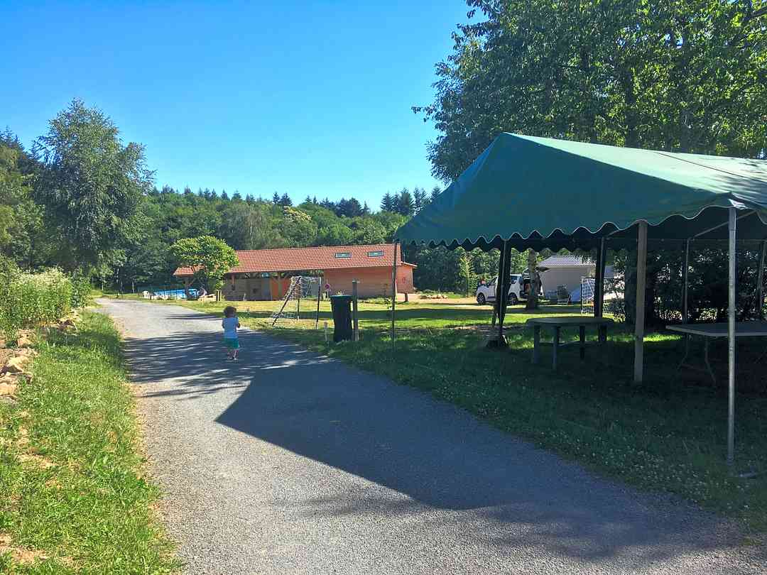 Camping Le Montbartoux: Entrance to the site