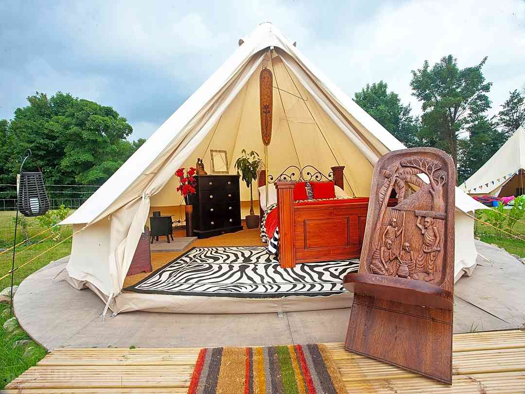 Kits Coty Glamping: Looking inside