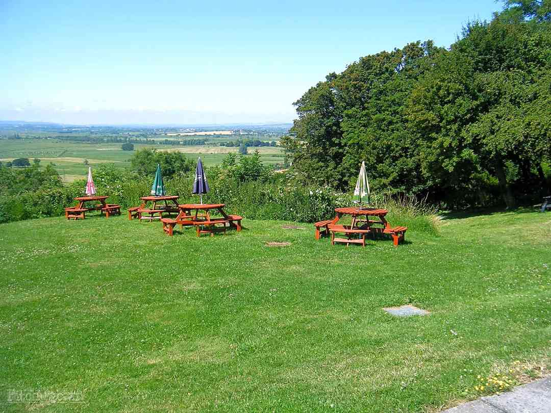 Bowdens Crest Caravan and Camping Park: View from the bar/bistro seating area