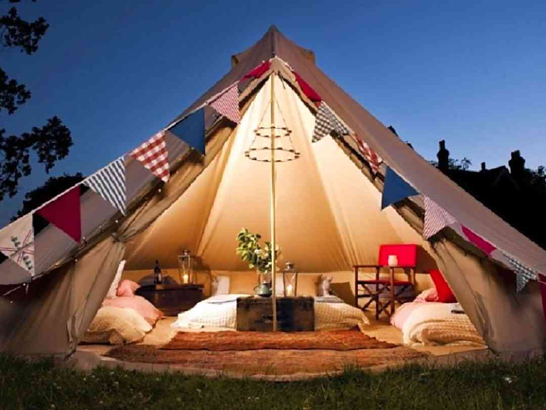 Oak Tree Farm Glamping: Evening at the bell tent