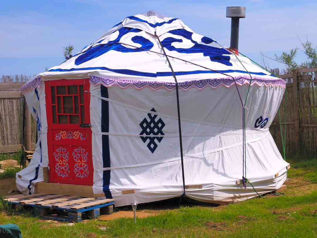 Book yurt, tipi, bell tent and dome sites in Cornwall Pitchup®
