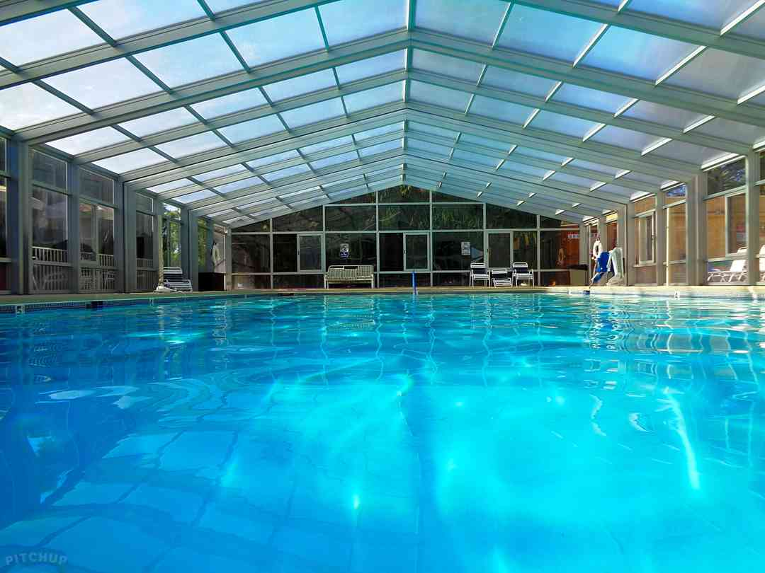 Pool enclosure in the closed position