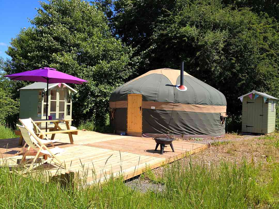 Self-contained yurt pitch