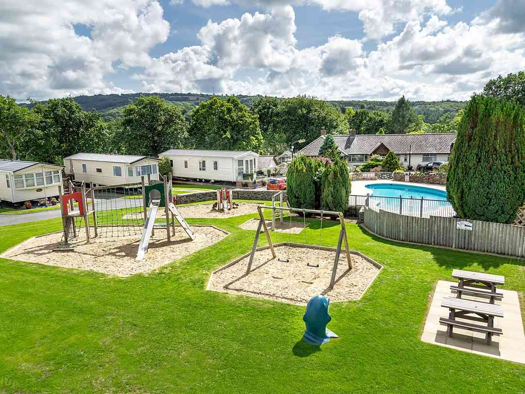Cenarth Falls Holiday Park: Play area