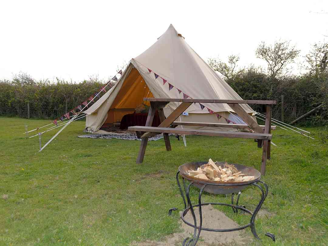 Lee Meadow Farm: Bell tent exterior