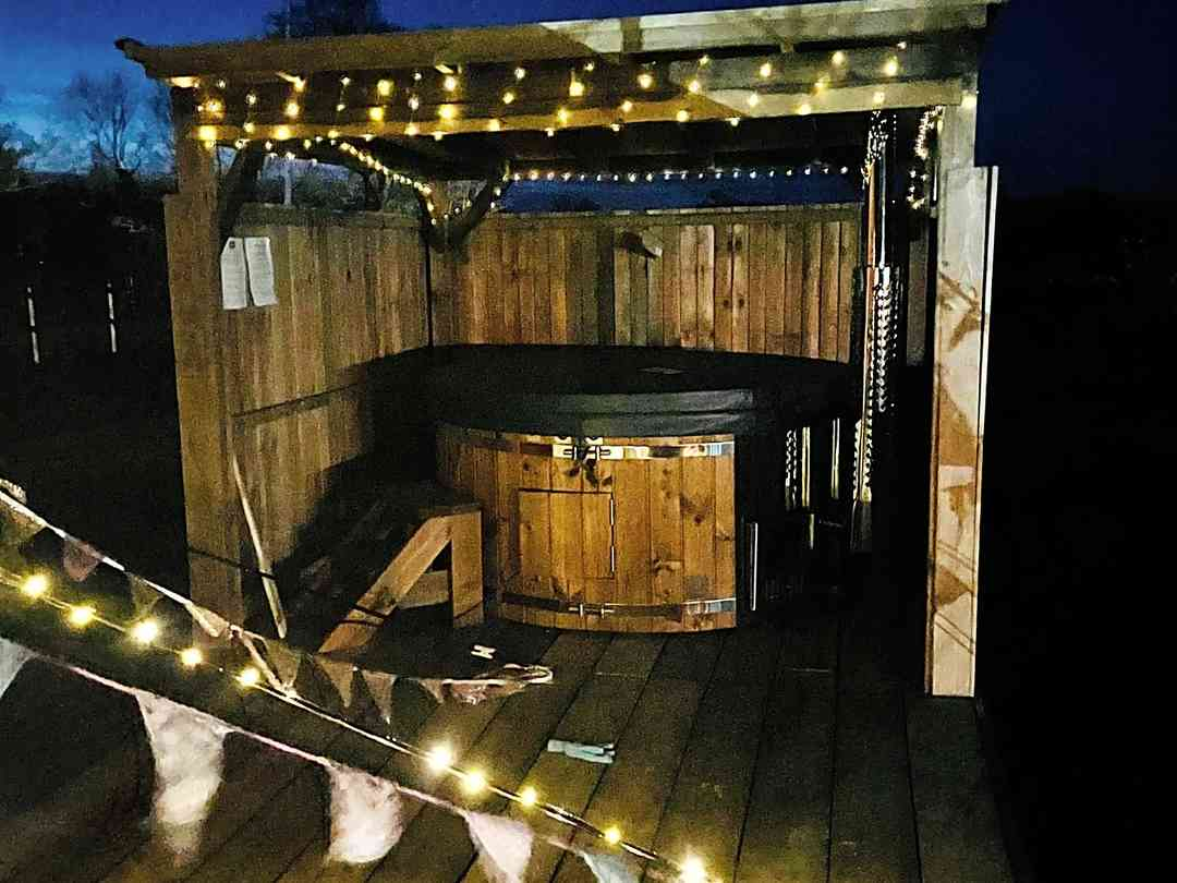 Glamp and Tipple: HOT TUB