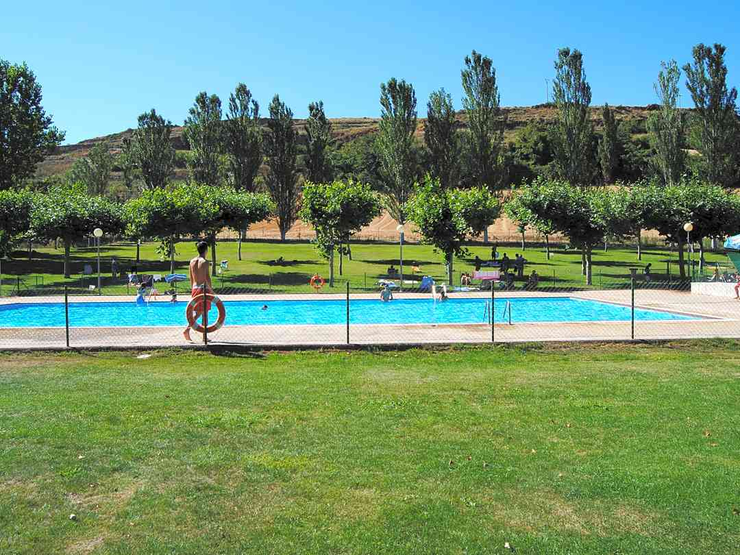 Camping Berceo: You will be able to amuse and cool down in our swimming pool