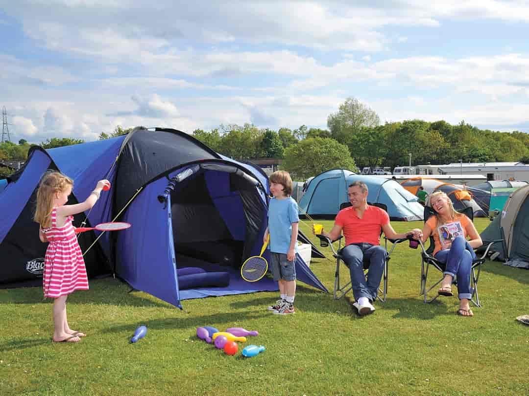 Tennis | Telt og campingplasser Pitchup®