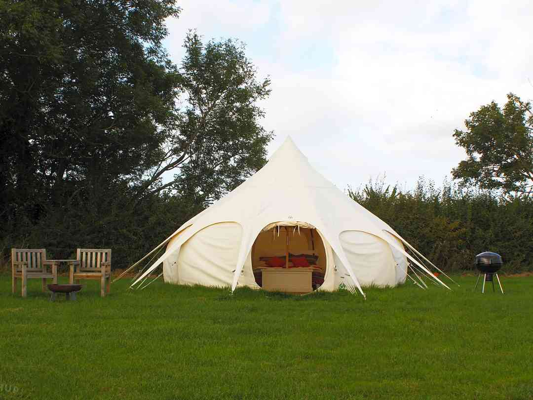 Cotswold Meadow Camping: Outdoor seating, firepit and barbecue