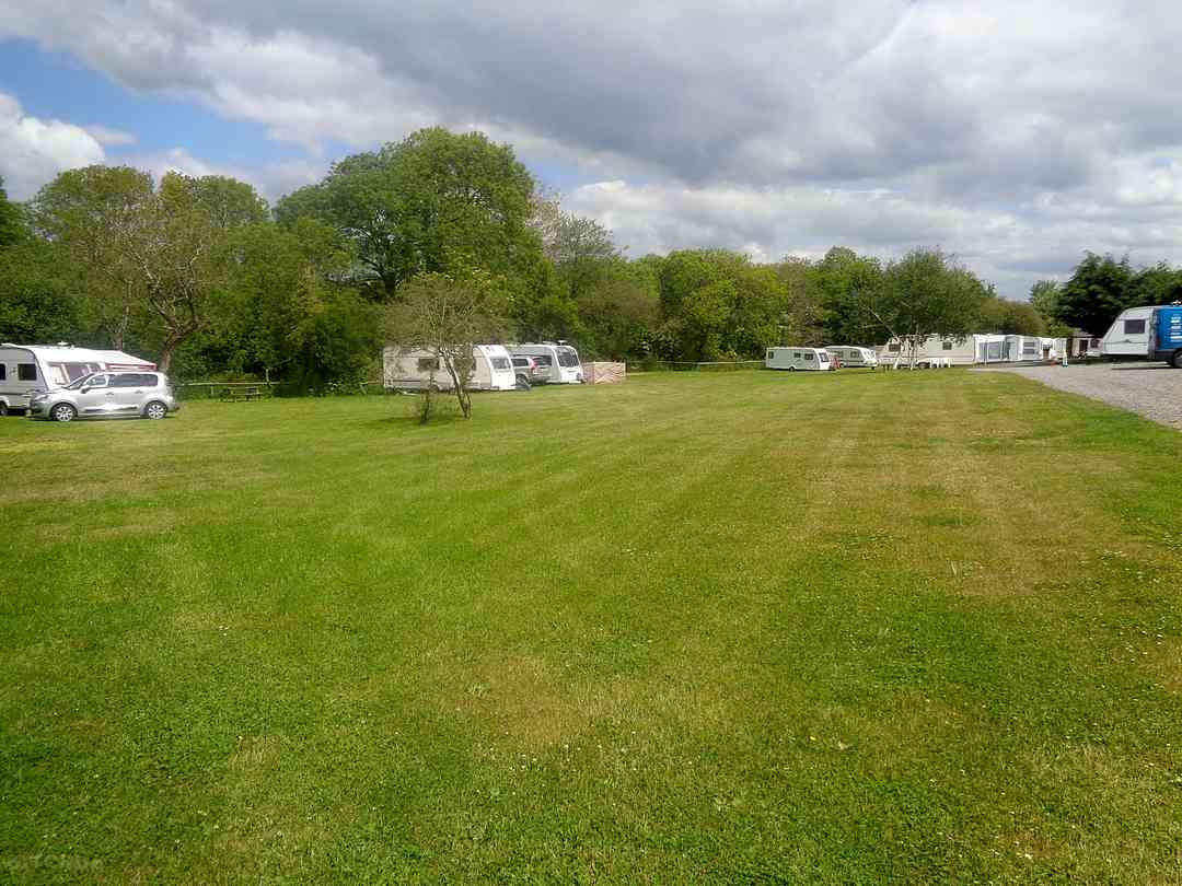 The Rising Sun Touring Caravan Park and Campsite: Views over the pitching field