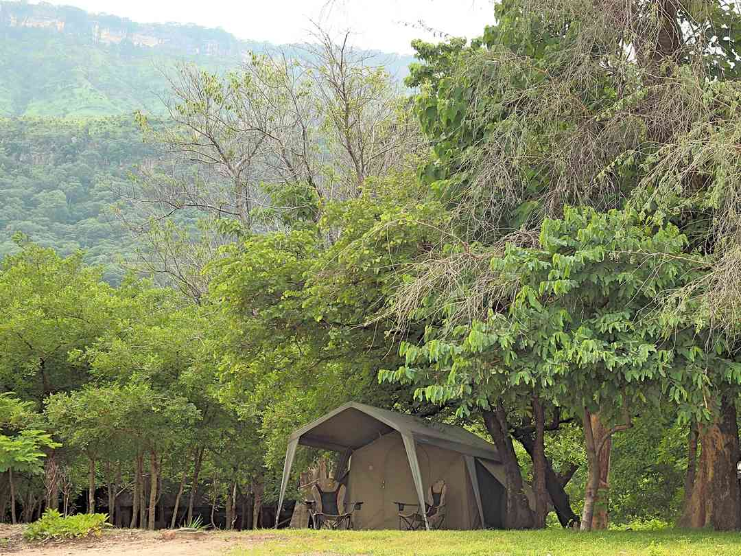 King's Highway Rest Camp: Livingstonia mountain behind the site, on the shores of Lake Malawi