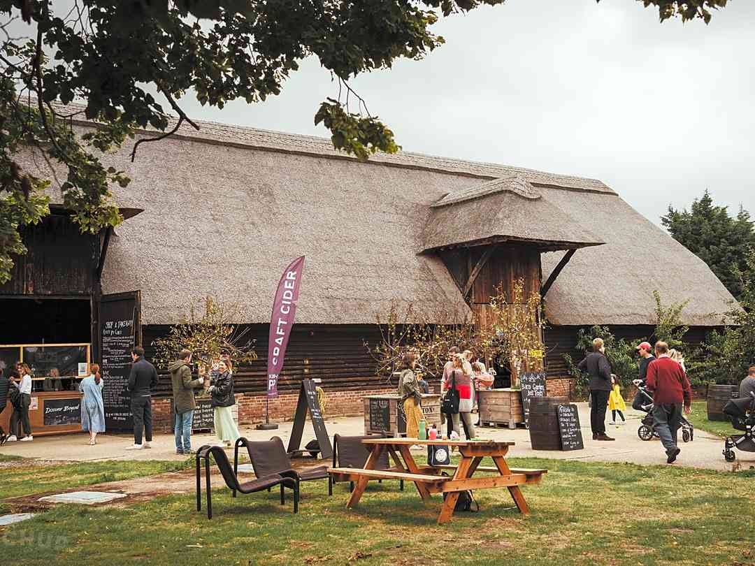 Woolton Farm: Onsite bar and wine shop
