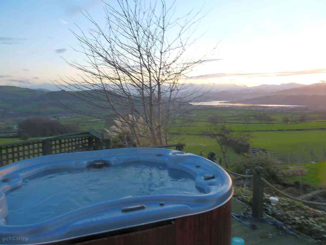 The hot tub is the ideal spot to relax at the end of the day