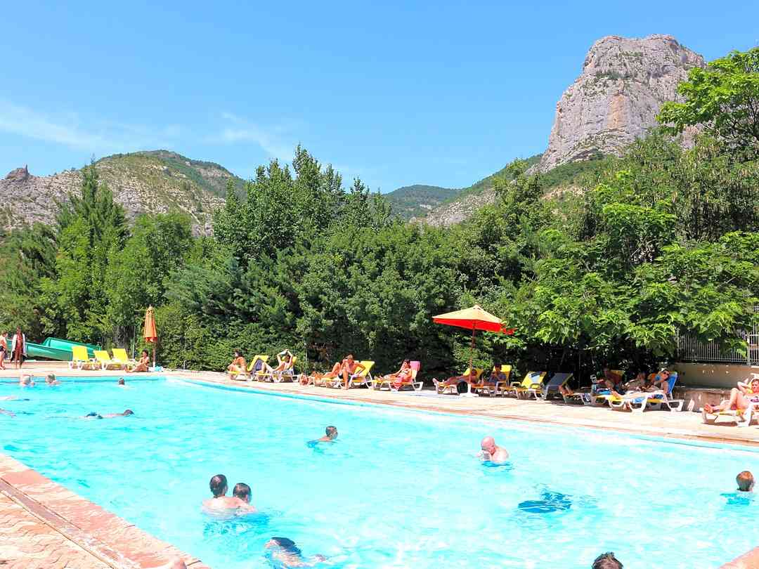 Camping Les Princes D'Orange: Heated swimming pool is open from mid-June to mid-September