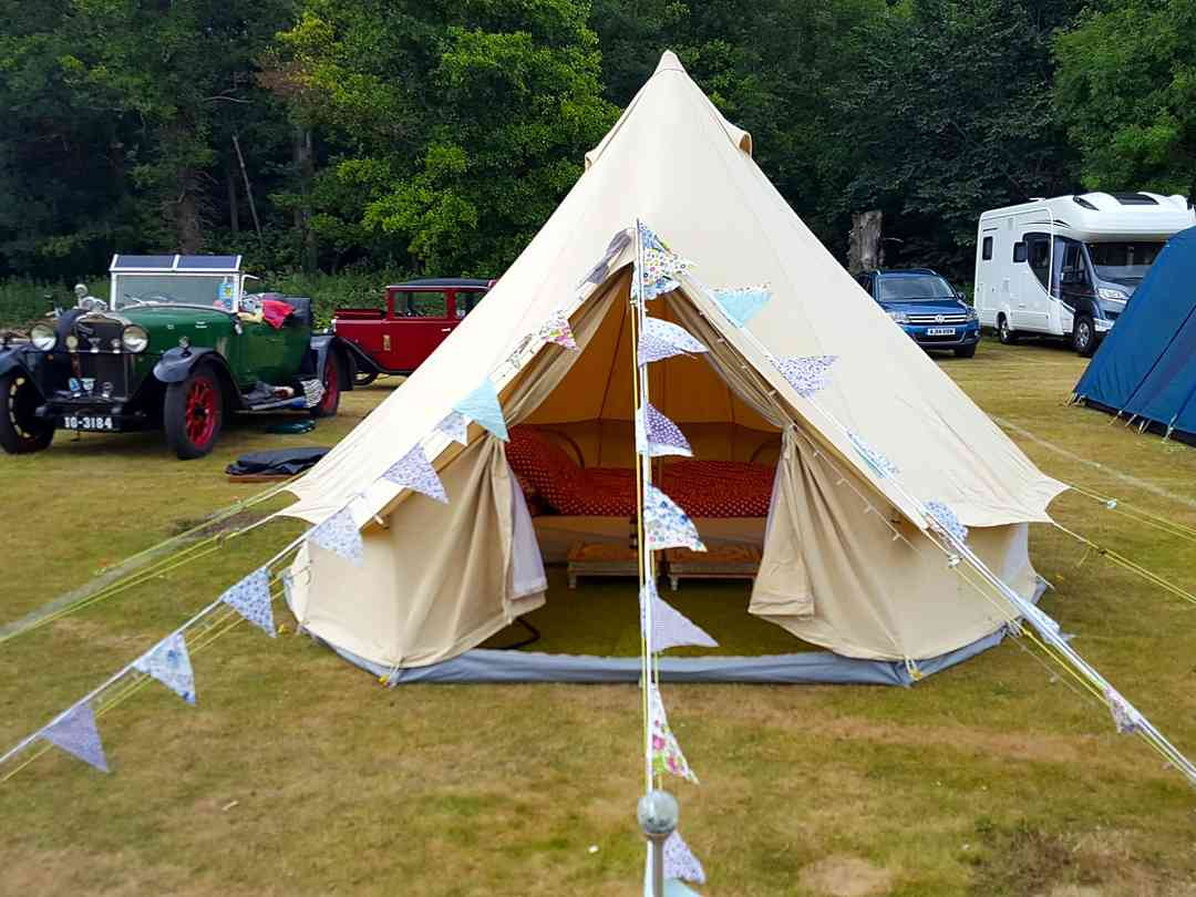 Longridge Marlow Glamping: Bell tent with bunting