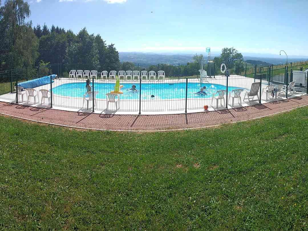 Camping Le Montbartoux: Swimming pool