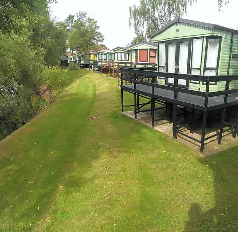Weir Caravan Park, York - Pitchup®
