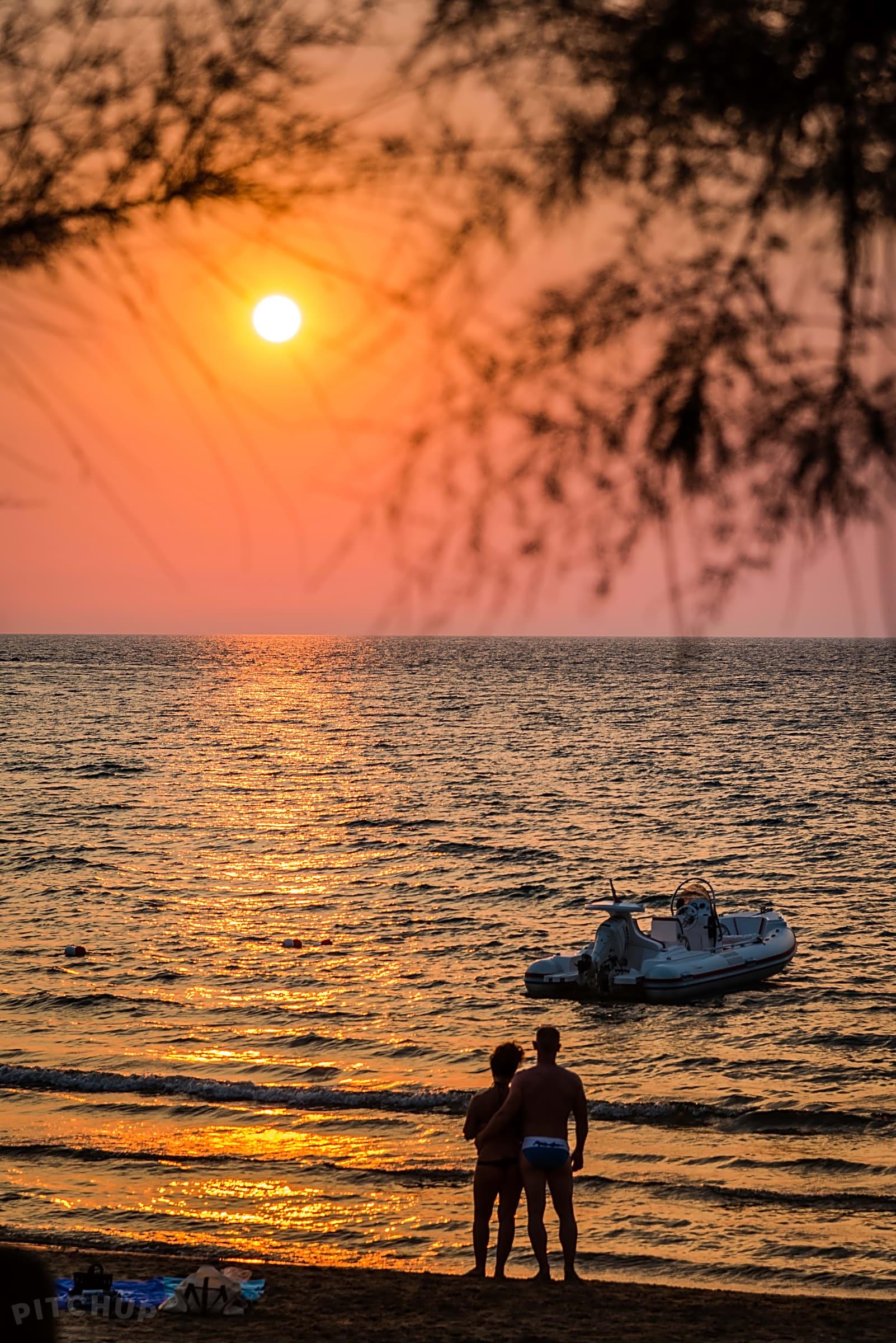 Precede Sun Nei Calendario Inglesi.Baia Di Manaccora Villaggio Turistico Peschici Pitchup