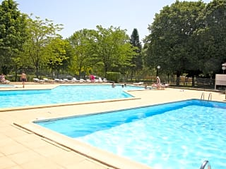Outdoor swimming pool and kids' pool