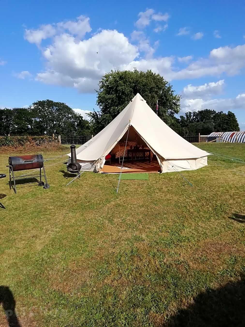 Bestill plass for glamping, yurt, tipi, spisstelt og