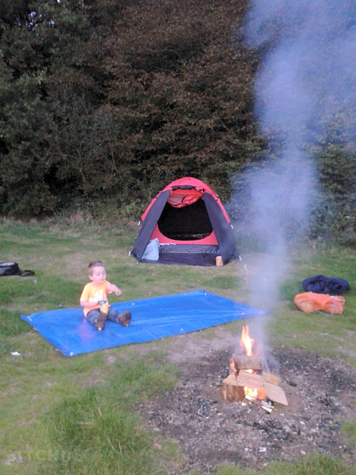 Dernwood Farm Wild Camping, Heathfield - Pitchup®