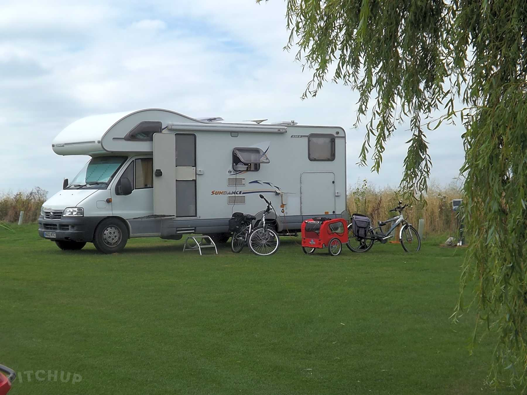 Find Cheap Tent Camping Sites in Wiltshire - Pitchup®
