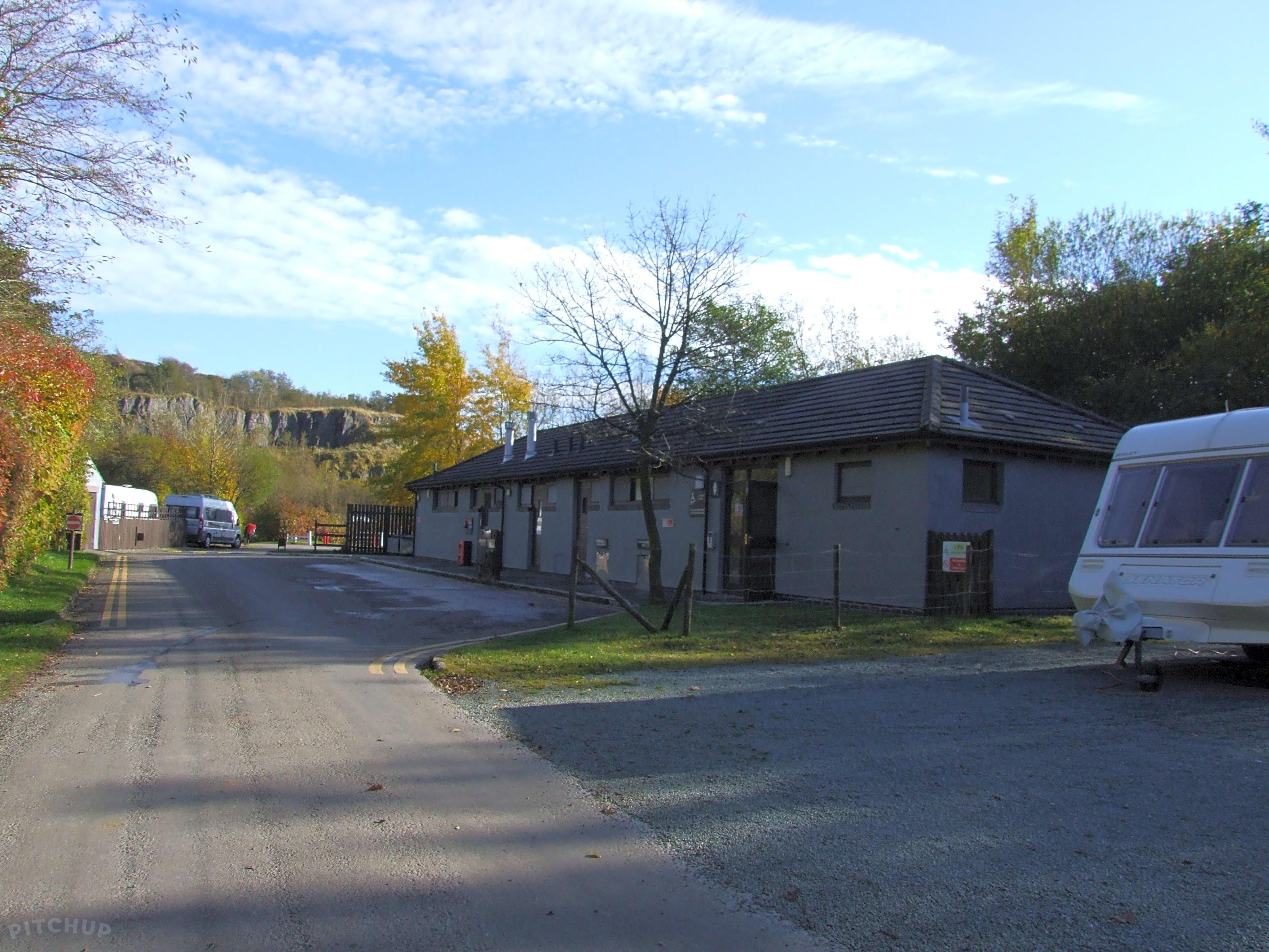 5a7fcc0fcec Grin Low Caravan Club Site, Buxton - Pitchup®
