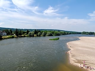 The Loire river is right next to the campsite and provides a beach during the summer!