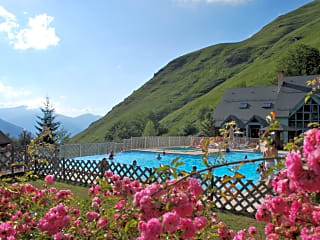 Swimming pool with views over the valley