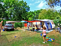 Spacious camping pitches with or without electric