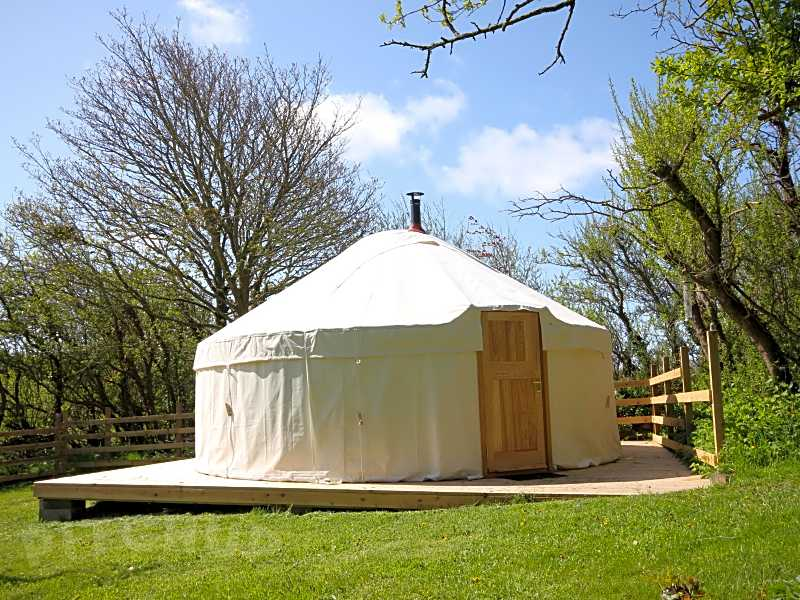 Book glamping, yurt, tipi, bell tent and dome sites in North