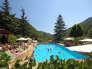 Swimming pool with solarium