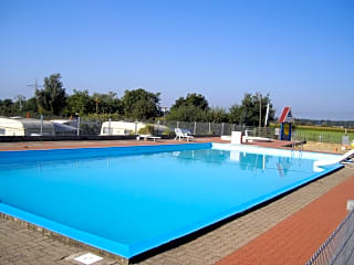 Outdoor swimming pool (10m x 20m)