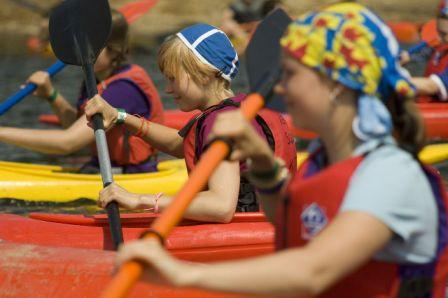 Girl guides canoeing