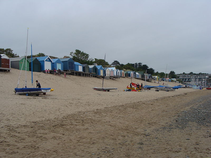 Beach huts on Abersoch. Pic by Philly0Fish.