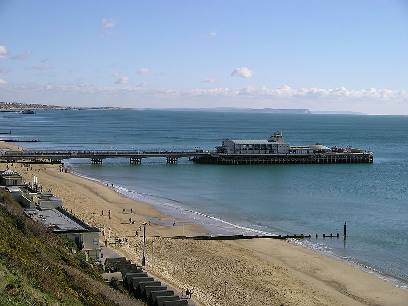 Bournemouth Pier. Pic by Graffity via Wikimedia Commons.