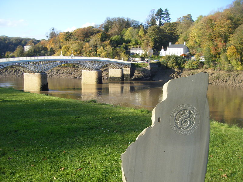 Wales Coast Path marker at Chepstow. Pic by Ghmyrtle.