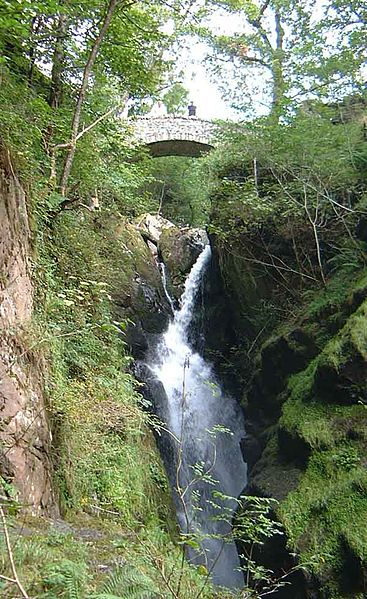 Aira Force waterfall. (Pic by Mick Knapton via Wikimedia Commons.)