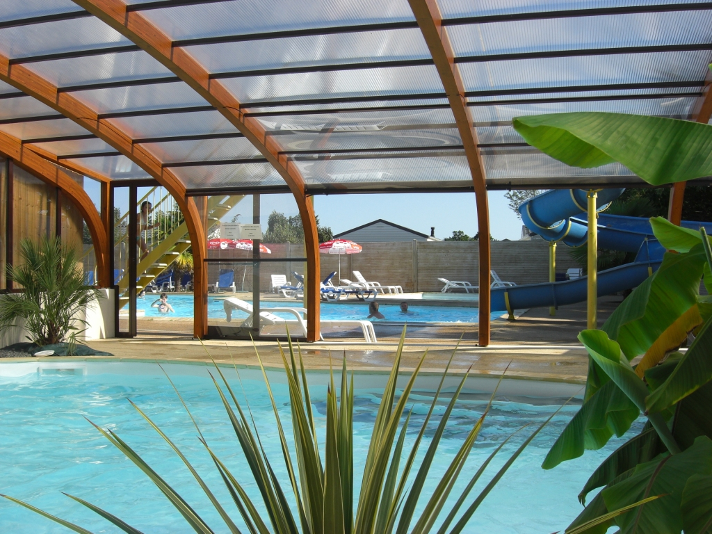 Indoor pool at Camping de la Roche Percée, with spa and hydrotherapy