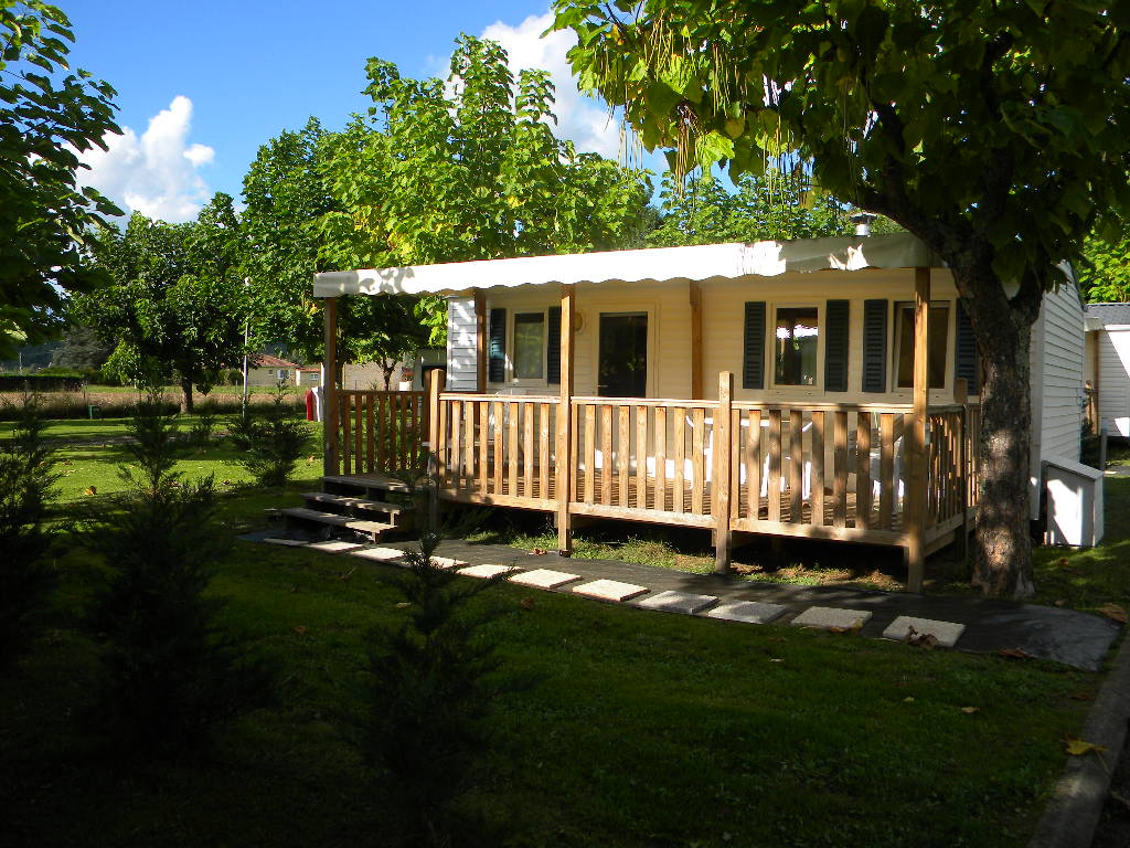 Two-bedroom holiday home at Camping les Catalpas