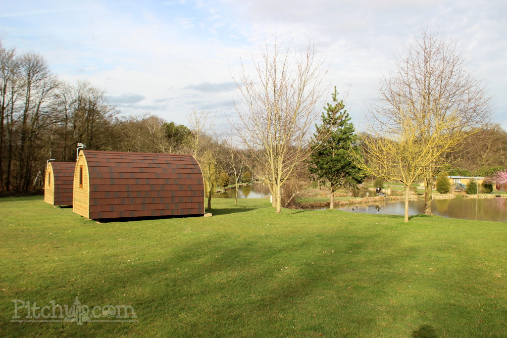 Lakeside pods at Springwood Fisheries